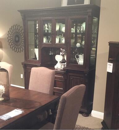 Broyhill 4912565566 Lyla China Cabinets